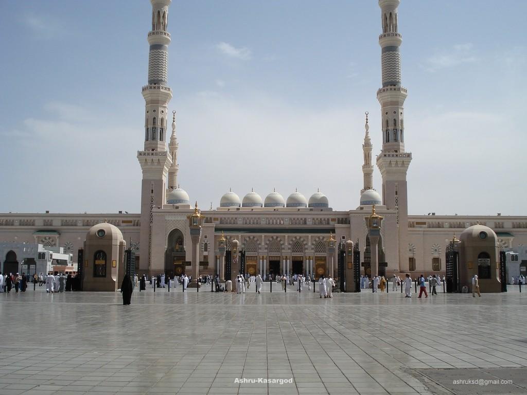 Masjid Al Nabawi in Madinah - Saudi Arabia (front)