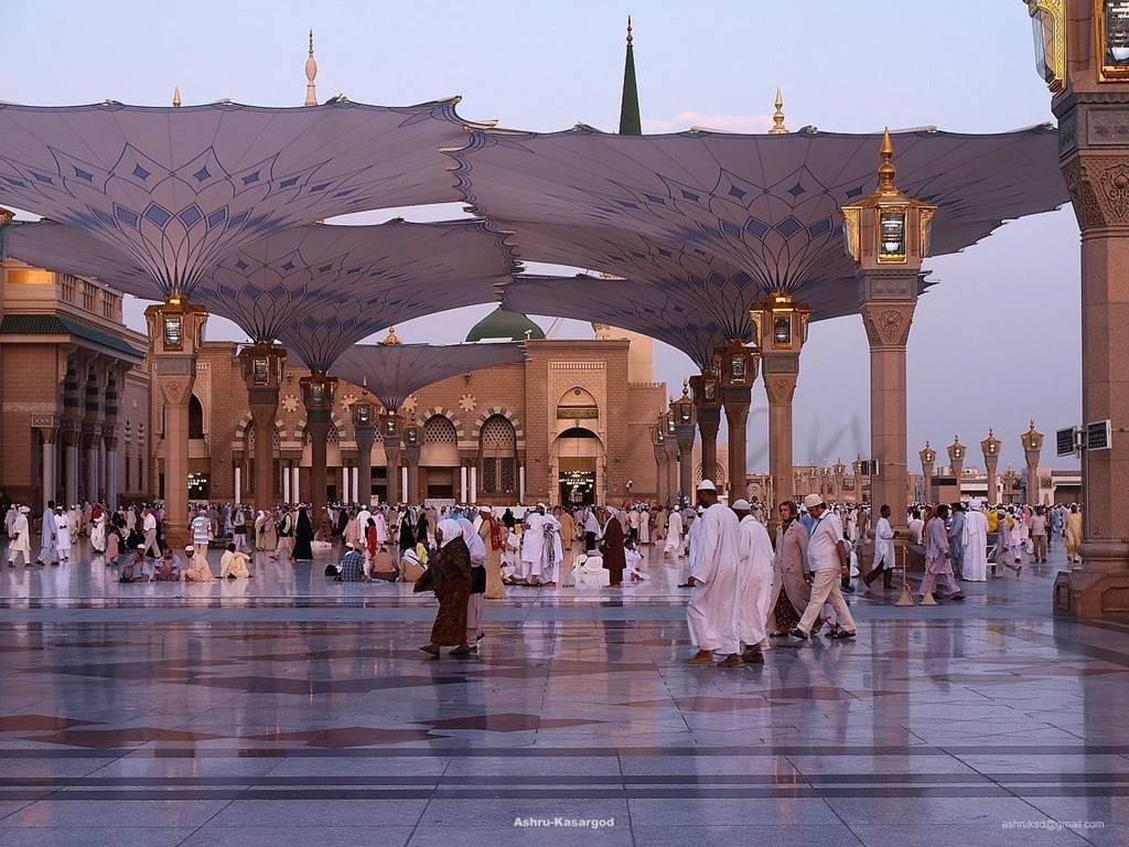 Masjid Al Nabawi in Madinah - Saudi Arabia (shields)