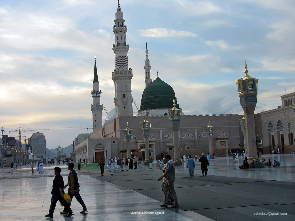 Masjid Al Nabawi in Madinah - Saudi Arabia (sunset)