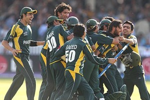 Shahid Afridi is mobbed by his team-mates after he guided Pakistan to an eight-wicket win, Pakistan v Sri Lanka, ICC World Twenty20 final, Lord's, June 21, 2009